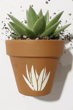 Flower Pot Art, Flower Pot Crafts, Clay Pot Crafts, Flower Pot Design, Painted Plant Pots, Painted Flower Pots, Paint Garden Pots, Mosaic Flower Pots, Clay Flower Pots