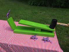 Another carnival classic by Nortex Event Services! Use the lightweight rubber hammer to catapult the floppy frogs back to their lily pad. Lily pad
