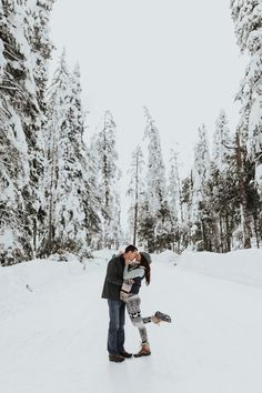 snowy pictures, snowy engagement session, mountain engagement, yosemite engagement session, yosemite elopement, yosemite photographer, yosemite couple's photos, yosemite session, mountain adventure session, engagement session in the mountains, elopement in the mountains