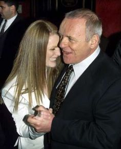 Anthony Hopkins and Julianne Moore in 2001.