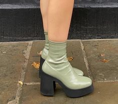 Dr Shoes, Hype Shoes, Me Too Shoes, Shoes Heels, Shoes Sneakers, Pumps, Aesthetic Shoes, Aesthetic Clothes, Looks Style