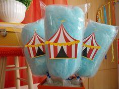 No circo não pode faltar algodão doce, colorido, doce e muito gostoso.Os pequenos, e os grandes também rs...se deliciaram.