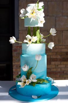 This gorgeous cake brings the natural beauty of a lily pond to the dessert table. Its stunning blue and white colour scheme would look wonderful at an outdoor wedding. Cake by Bonnie Gordon College. Photography Corina V. Whimsical Wedding Cakes, Elegant Wedding Cakes, Cool Wedding Cakes, Elegant Cakes, Beautiful Wedding Cakes, Gorgeous Cakes, Pretty Cakes, Wedding Cake Toppers, Magical Wedding