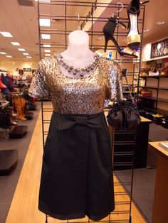 Check out this awesome plus size outfit, perfect for Thanksgiving dinner. Silver top and black bow skirt. Love the black and gold heels with it, perfect way to show off the mixed-metals trend.  Still not sure what to wear for your Turkey day? Come in to Clothes Mentor-Alliance Center and we'll help you find the perfect thing!