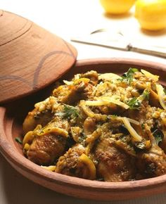 Tagine pácolt citrommal és olajbogyóval - Stahl.hu Meat Recipes, Curry, Beef, Ethnic Recipes, Food, Cilantro, Steel, Meat, Curries