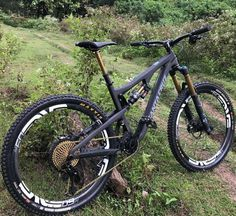 Downhill Bike, Mtb Bike, Cycling Bikes, Road Cycling, E Mountain Bike, Mountain Bike Frames, Bmx, Bike Style, Super Bikes