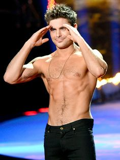 Zac Efron. THANK YOU, MTV MOVIE AWARDS.