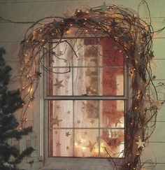 stars and vines in the window....now, that is really pretty for winter.
