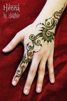 Three Minute Swirly Henna Design