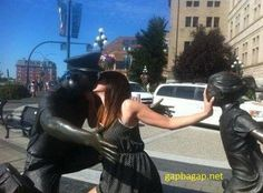 Funny Photos Of People Messing With Statues