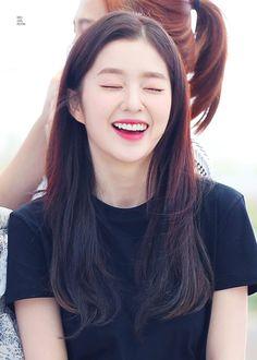 this smile of Irene 😎😍😍😍😍 Seulgi, Kpop Girl Groups, Kpop Girls, Korean Beauty, Asian Beauty, Korean Girl, Asian Girl, Rapper, Kim Jisoo