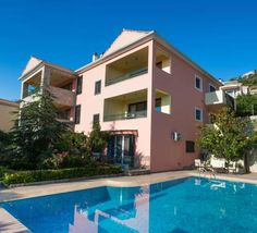 Pirofani Villa Apolpaina Offering accommodation with air conditioning, Pirofani Villa is located in Apolpaina, 2.1 km from Lefkada Town. Arta is 46 km from the property. Free WiFi is offered throughout the property.