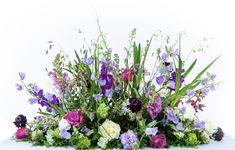 Hoewel wij erg houden van onze bonte stukken kan op kleur ook heel mooi zijn. Paarse /lila tinten met witte accenten in het vroeg voorjaar met de eerste lentebloemen Funeral Flowers, Lilac