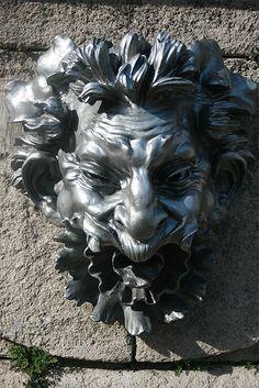 Mascaron de Auguste Rodin. Jardin des Serres d'Auteuil. Paris 16e Auguste Rodin, Sculpture Metal, Modern Sculpture, Lion Sculpture, Barbara Hepworth, Rodin Artist, Henry Moore, Louise Bourgeois, Antony Gormley