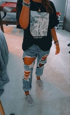 Trendy Fall Outfits, Casual School Outfits, Cute Lazy Outfits, Stylish Outfits, Cute Outfits With Sweatpants, Outfits With Mom Jeans, School Outfits Tumblr, Teen Winter Outfits, Flannel Outfits