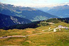 Der Jaufenpass - Er verbindet auf einer Höhe von 2094 m s.l.m. Passeier bei St. Leonhard mit dem Wipptal bei Sterzing. Die Straße ist sehr kurvenreich, hat 20 Kehren und eine Länge von 39 km.