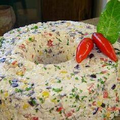 Receita de Mousse de Frango Super Colorido - 100g de uvas passas picadinhas, 1 peito de frango cozido e desfiado, 1 cebola grande e picadinha, 1 tablete de...