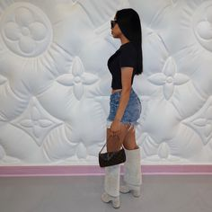 """ALE MENDOZA on Instagram: """"I can't stand me either."""" H Style, Cool Style, Spring Has Sprung, Fashion Tips, Fashion Design, Fashion Trends, Fashion Ideas, Spring Summer Fashion, Street Style"""