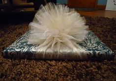 How to make an easy tulle bow for gift wrapping. I love tulle for bows. Gift Wrapping Bows, Creative Gift Wrapping, Present Wrapping, Gift Bows, Christmas Gift Wrapping, Creative Gifts, Christmas Crafts, Wrapping Ideas, Gift Wraping