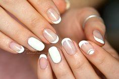 Nail art mandala bleu de printemps ongles courts