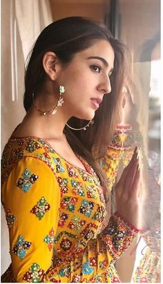 Sara Ali Khan Looks Surreal In Her Indo Western Outfit As She Promotes Her Upcoming Film Kedarnath - HungryBoo Bollywood Girls, Bollywood Stars, Bollywood Fashion, Beautiful Bollywood Actress, Most Beautiful Indian Actress, Beautiful Actresses, Indian Celebrities, Bollywood Celebrities, Indian Actress Hot Pics