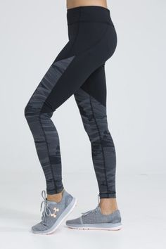 We love the contrast of the monochrome printed panel on this classic black legging. Athletic Outfits, Athletic Wear, Sport Outfits, Trendy Outfits, Athletic Clothes, Gym Outfits, Fitness Outfits, Workout Outfits, Leggings Fashion