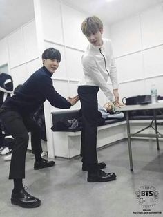 What the fucking hell is going on here... Meh typical bangtan