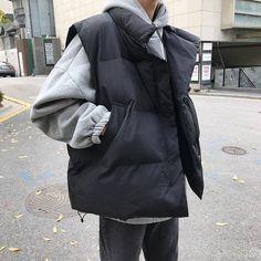 Korean Winter Outfits, Korean Outfit Street Styles, Korean Street Fashion, Winter Outfits Women, Korean Outfits, Puffer Vest Outfit, Vest Outfits, Vest Jacket, Autumn Fashion