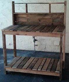Potting Table made from old pallets. I have two old pallets with this garden table in their future!