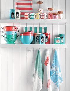 O jogo de cores que dá alegria a qualquer cozinha! #decora #vermelho #azul…