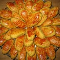 Sweet Potato Cakes - Broas Castelares Recipe    My favorite Portuguese dessert!!! Can't wait to make them asap!