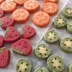 この春は、かわいい「いちごクッキー」を作ってみませんか?成型さえしてしまえば、あとは切るだけで量産可能。手軽に低コストで春らしい気分が味わえる、今インスタでも注目のスイーツなんですよ。基本的な作り方から、みなさんのアレンジまでご紹介します♩