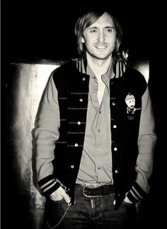 David Guetta with hand in his pockets