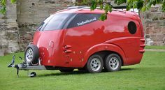 Futuristic TripBuddy Caravan Looks Like a Spaceship – But It's Available On Earth Little Campers, Small Campers, Cool Campers, Micro Campers, Tiny Trailers, Small Trailer, Camper Trailers, Teardrop Trailer Plans, Teardrop Campers