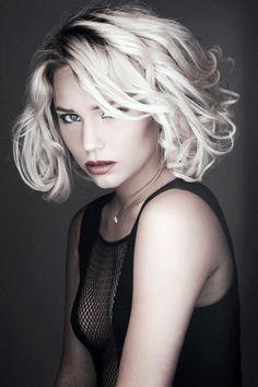 Причёска с Объёмными ПРЯДЯМИ - причёска с постижем, пепельный блонд, волнистые волосы http://www.aleksandr-and-olga.ru/ http://www.livemaster.ru/hair-collection
