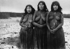 Portrait of Selk´nam women, native Americans to Tierra del Fuego, CL. This tribe of indig-enous people were wiped out by genocide w/settlement of their land by sheep ranches in the late & early c. The last Selk'nam tribe member died in 1974 Native American Women, Native American Indians, People Of The World, Woman Painting, World Cultures, Beautiful People, Black And White, South America, Anthropology