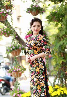 Vân Trang, Khánh Ngọc duyên dáng áo dài 'hoa đồng nội' - Thời trang - Báo Phụ nữ