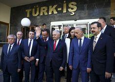 """رئيس الوزراء التركي بن علي يلدرم، دعا رئيس الإقليم الكردي شمالي العراق """"مسعود بارزاني"""" ، التخلي عن عناده بإجراء استفتاء الانفصال عن العراق."""