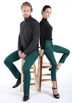 Grün ist zurzeit die Farbe, wir bieten dir sowohl farblich grüne Jeans, aber auch Jeans die ökologischer (grüner) sind als die üblichen. Capri Pants, Tops, Fashion, Green Jeans, Color, Women's, Moda, Capri Trousers, Fashion Styles