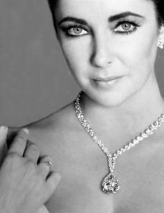 Elizabeth Taylor with the 'hope' diamond