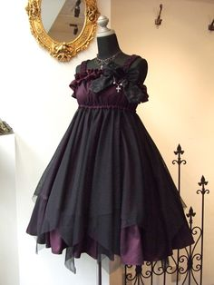 """Lolita clothing refers to clothing based on Gothic, sweet and retro styles. Lolita clothing is usually designed on the basis of """"dolly-like"""" lace, lace, lace Gothic Lolita Fashion, Gothic Outfits, Gothic Dress, Lolita Dress, Emo Outfits, Pretty Outfits, Pretty Dresses, Cute Fashion, Retro Fashion"""