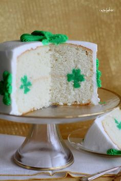 Would be fun to make for St. Patty's Day!! // SO COOL! Shamrock Cake by @Amanda Rettke I am Baker