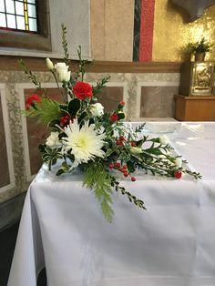 Christmas Flower Decorations, Christmas Centerpieces, Flower Centerpieces, Wedding Centerpieces, Modern Flower Arrangements, Table Arrangements, Church Flowers, Casket, Bouquet