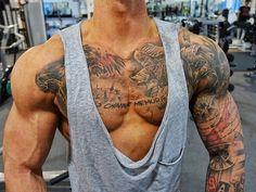 Der Mann von heute zeigt zu wenig Brust  Ich hoffe ihr habt/hattet einen schönen Vormittag habt gut gegessen und genießt den schönen Tag  Ich lege jetzt erstmal die Beine hoch ehe es heute Abend nochmal hinter die Bar geht - Endspurt!  . #athlete #aesthetic #shredded #ripped #physique #menshealth #gym #gymtime #fitfam #fitness #fitnessmodel #malemodel #model #modeling #tattoo #tattoomodel #ink #inked #chestday #chest #workhard #nevergiveup #bodyengineers #bodybuilding #gains #mirin…