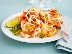 """Unser beliebtes Rezept für Phad Thai """"Low Carb"""" mit Shirataki-Nudeln und mehr als 55.000 weitere kostenlose Rezepte auf LECKER.de."""