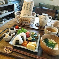 おしゃれに盛り付けたい!インスタ映えするおにぎりプレート10選 | folk Low Calorie Vegetarian Recipes, Onigiri Recipe, Exotic Food, Cafe Food, Diy Weihnachten, Aesthetic Food, Korean Food, Tasty Dishes, Japanese Food
