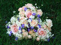 Koszorúslány csokrok Jade, Floral Wreath, Wreaths, Home Decor, Floral Crown, Decoration Home, Door Wreaths, Room Decor, Deco Mesh Wreaths