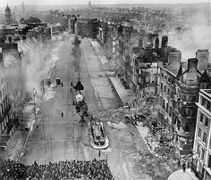 Part of O'Connell Street (the upper end, I think), central Dublin, after the Easter Rising, 1916 Photos Du, Old Photos, Ireland 1916, Irish Independence, Castle Series, Easter Rising, Ares, Emerald Isle, Ireland Travel