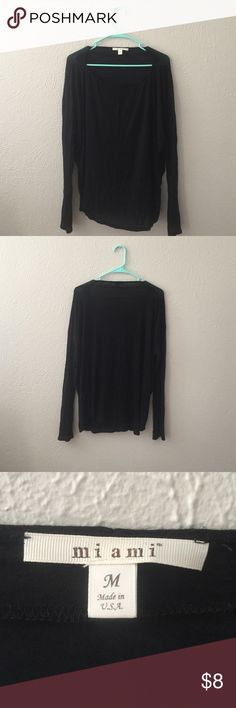 Casual Shirt Loosely fitting casual shirt. Very thin and airy material. Tops Tees - Long Sleeve