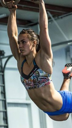 2014 CrossFit Games Champion Camille LeBlanc Bazinet captured during a kipping muscle up. Crossfit Women, Crossfit Athletes, Crossfit Inspiration, Fitness Inspiration, Body Inspiration, Rich Froning, Camille Leblanc Bazinet, Olympic Weightlifting, Beautiful Athletes